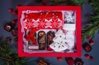 Подарочный набор в упаковке Фаворит-5 из гофры красного цвета