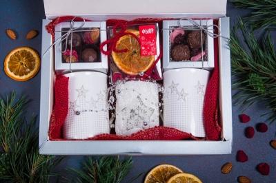 Подарочный набор в упаковке Созвездие удачи белого цвета с 2-мя кружками