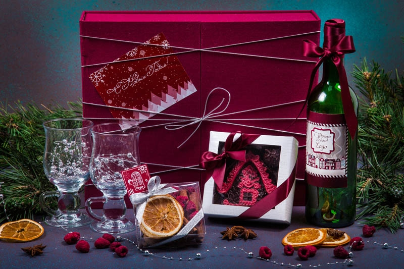 Подарочный набор в упаковке Элегант из дизайнерской бумаги, вишневого цвета