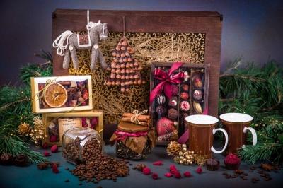 Подарочный набор в деревянной шкатулке с декорированным окошком и гравировкой логотипа