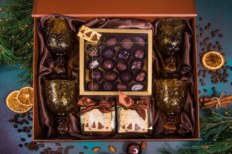 Подарочный набор в упаковке на магнитах с эффектом шелка в бронзовых оттенках