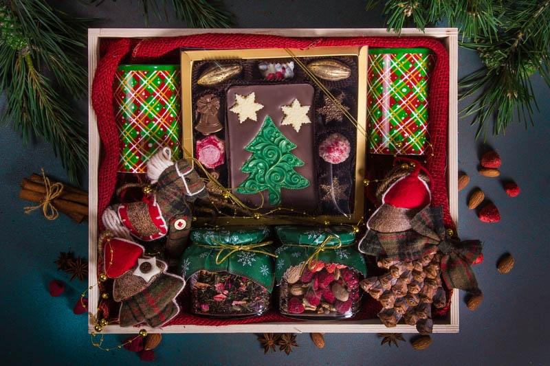 Подарочный набор в упаковке из натурального дерева с шелкографией